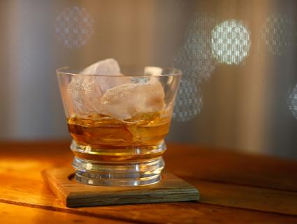 飲み 方 ウィスキー ウイスキーのストレートを楽しむための飲み方・味わい方【アメを舐めるように!】